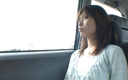 Ann Nanba stripping nella schiena della car :: Giapponese Flashers